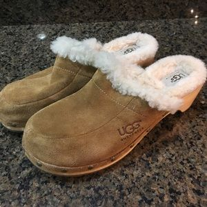 Ugg suede fuzzy clogs